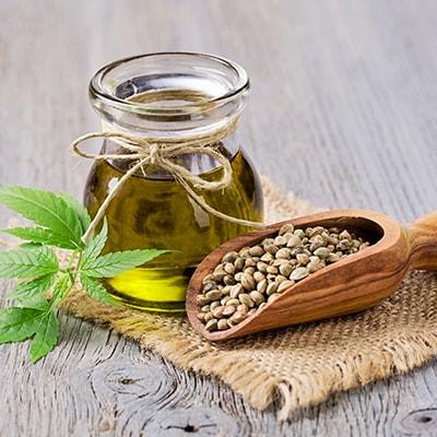 Kanapių sėklos ir iš jų išspaustas aliejus