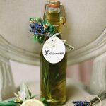Elegantiškai papuoštas šalto spaudimo aliejaus buteliukas