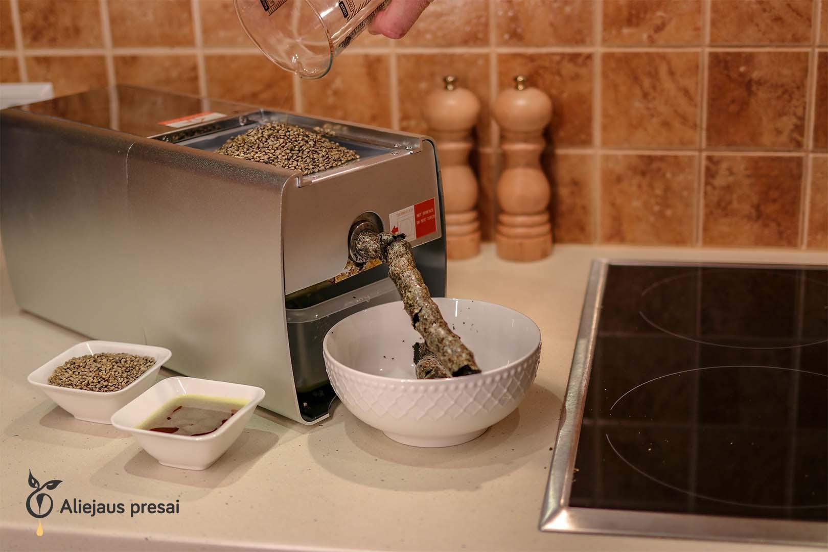 Kanapių sėklų aliejaus spaudimas namų sąlygomis