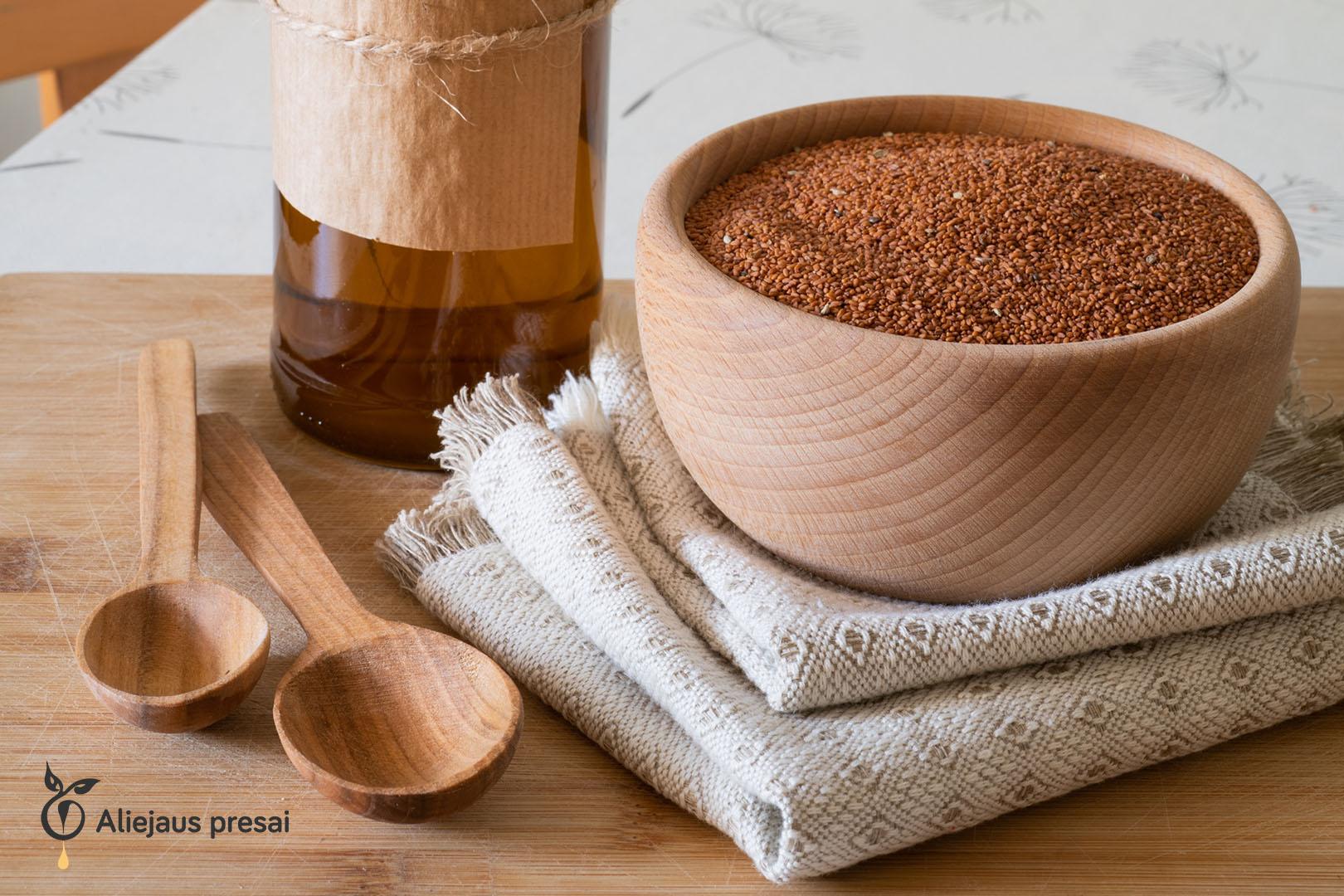 Namų sąlygomis buitiniu aliejaus presu spaudžiamas judros sėklų aliejus