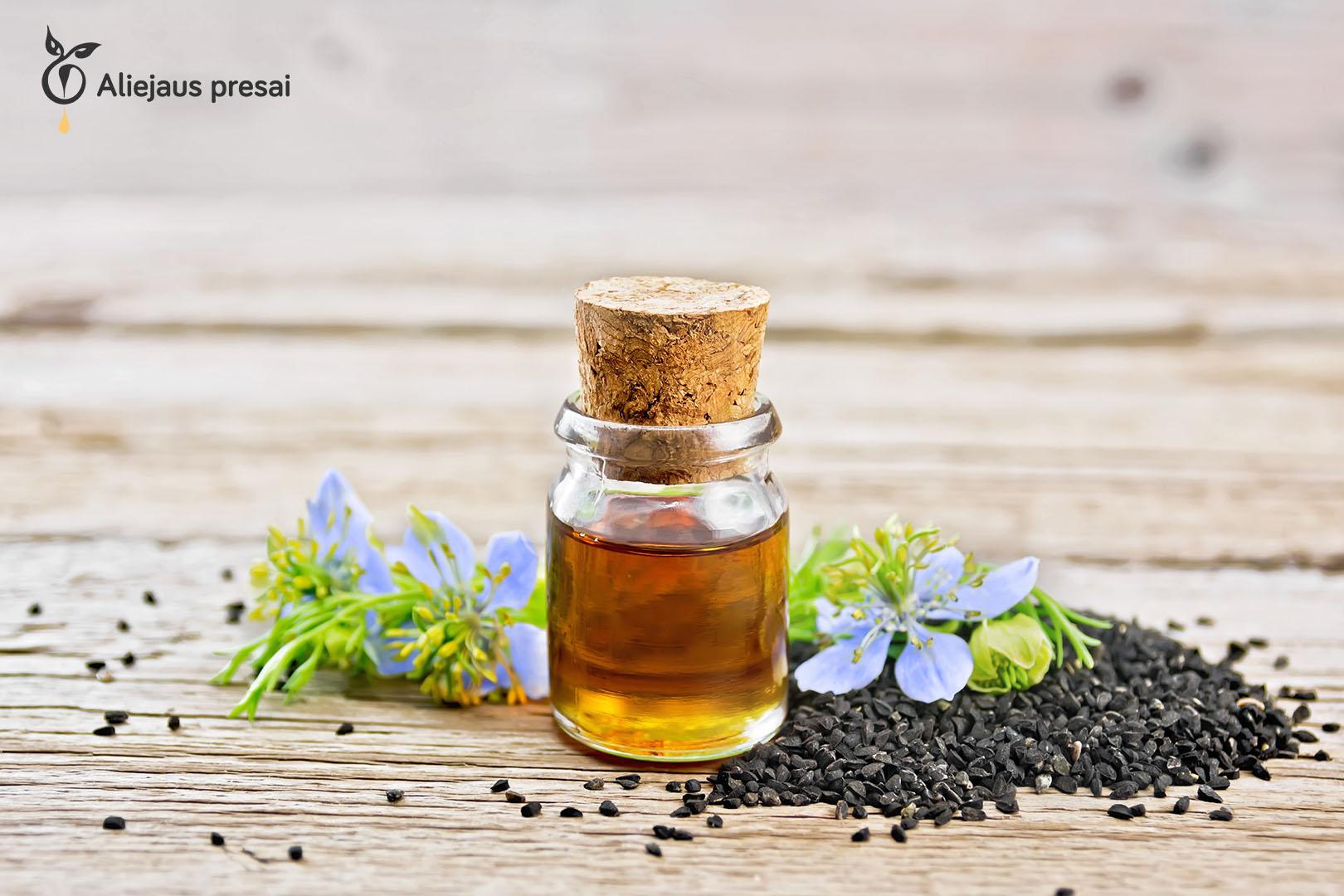 Namų sąlygomis buitiniu aliejaus presu spaudžiamas juodgrūdės sėklų aliejus stiprina sveikatą